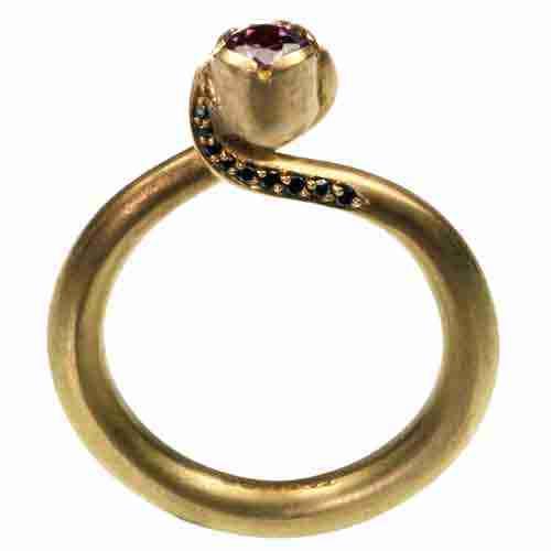 18 carat gold ring with pink tourmaline stone