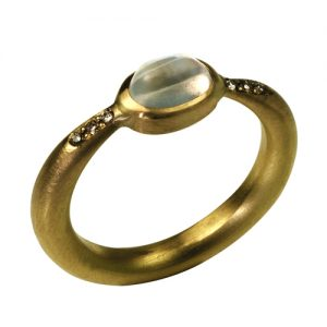 Moonstone ring made in 18 carat gold